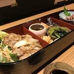 辨慶 - 3つに仕切られた、小判型のお弁当です(2018.9.14)
