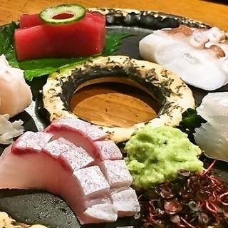 毎朝全国各地からその日一番の鮮魚を仕入れます