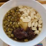 倉商店 - 基本の豆花は650円で、トッピングメニューから3種選べます。 追加は1種100円です。 シロップは、ザラメから作る優しい甘さのものと、龍眼蜂蜜から作るものの2種類があります。