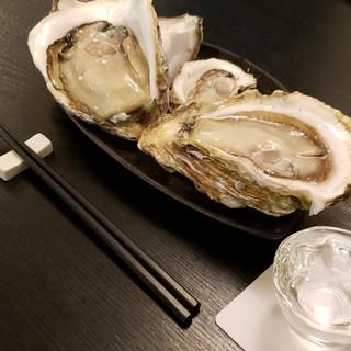 市場で一番良い旬物を厳選。10種以上の牡蠣は、生or蒸しで