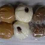 和泉屋菓子店  - 料理写真:左から黒糖まんじゅう・うすかわまんじゅう・くるみ大福