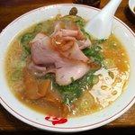 熟成細麺 宝屋 - トロ肉チャーシューメン(880円)