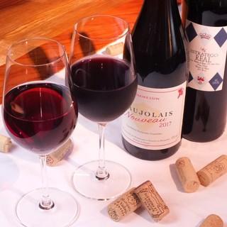こだわりのワインを種類豊富にご用意致しております。