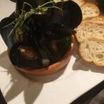 クロッキオ - 寿都活ムール貝の白ワイン蒸し crocchio風800円