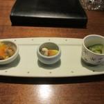 92734448 - 先ずは前菜の3種盛り、南蛮漬けやゴーヤの小鉢等の前菜です。