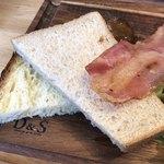 ノースショア - 食パン&ベーコン