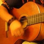 マハロ - マスターはギターの他、ウクレレなどでも演奏してくれます♪