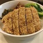 四川料理 巴蜀 - 台湾風カツ丼(プレゼンテーション)