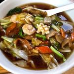 西安刀削麺 - 料理写真:五目刀削麺820円