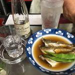 久村の酒場 - 料理写真:焼酎25度+炭酸、ハタハタ煮物(ショーケースから)
