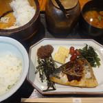 おひつ膳 田んぼ - ご飯とお茶漬けと食べられる二段構え仕様。
