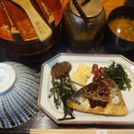 おひつ膳 田んぼ - 昼おひつ膳(さば味噌煮)(1080円)。