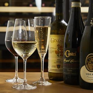 豊富なワインの数々!グラスで10種類ほど常時ご用意ございます
