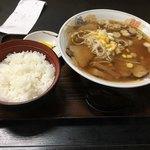 清平 - チャーシューメン+ライス中  910円