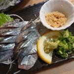 銀蔵 - 料理写真:新鮮生さんま造り(税込み580円)