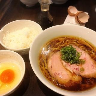 櫻井中華そば店 - 料理写真:三大地鶏の中華そば、寿雀卵の卵かけご飯