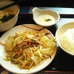 山田うどん食堂 - 料理写真:野菜炒めうどん・そばセットのライス大盛り(税込860+80円)