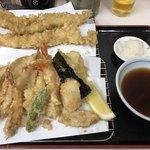 天房 - ちょっと我儘。天ぷら盛りに大えびと穴子をいただきました。大切な記念になりました。