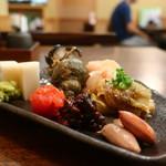 たか - いたわさ、梅くらげ、そばみそ、茹で落花生、青つぶ貝煮、焼き茄子、谷中生姜の盛合せ