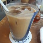 カフェ カルディー - アイスコーヒーにミルク(2018.8.3)