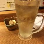 旬味居酒屋ますだや - お通しと富士山麓ハイボール