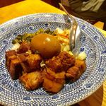 劉の店 - 豚角煮飯 950円
