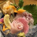 和食居酒屋 旬門 - 料理写真:白ばいと黄なかのお造り