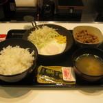 吉野家 - 【朝食】「ハムエッグ牛小鉢定食」です。