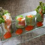 Bee - エビとサーモン、彩り野菜の入った生春巻きをサッパリとした梅ソースで。