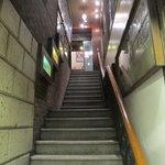 すずや - 階段を上がって2階へ・・・