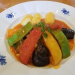 悠山房 - 料理写真:鶏肉のトマト煮込み 美味しいんだけど量的にちょっと物足りないかなぁ? でも周りの別荘にお住まいの上品なご年配方には最適!