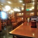 とんかつ伊勢 - [内観] 店内 テーブル席 ②