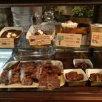 キッチン&マーケット - イタリア食材メインの市場「メルカ」内、巨大チョコファウンテンを使ったスイーツ