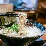 博多一双 - 極細ストレート麺!