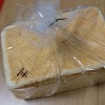食パン専門店 利 -