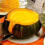 ソマーハウス - ざくっとかぼちゃプリンをカット!かぼちゃ厚いw