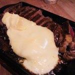 武蔵小杉ガーデンファーム - サーロンインにラクレットチーズをかけて