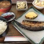キラク - 料理写真:秋刀魚の開き定食