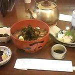 鳥居茶屋 - 名物の鮎茶漬け(上)1900円。