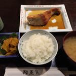 陸蒸気 - ぶりの焼魚定食¥900。ごはん、味噌汁、漬物はお代わり可能。うまし!