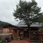 クワモンペ - 長閑な風景に独自の世界観を築いている