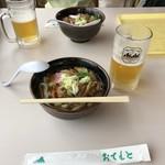 コマ展望台レストラン - つくばうどん、1000円。生ビール(中)、590円。