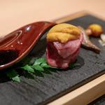 焼肉 強小亭 - 2018.9 寿司(雲丹肉巻き むらさき醤油 山葵油)