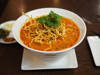ブア・デ・タイ - タイ北部のカレー麺(カオ・ソイ)