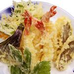 海湘丸 - 料理写真:天ぷら盛合せ 2,400円