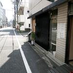 うなぎ川誠 - 小さく「鰻」の突き出し看板