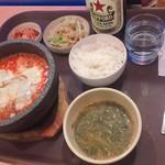 92814502 - 2018年9月。チーズダッカルビ定食980円とサッポロラガービール600円。