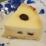 92815891 - ラムレーズンチーズケーキ