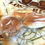 菊見せんべい総本店 - 2018-5 ◉コロッケパン税込み170円 ◉たまご・サラダパン各税込み160円 お菓子感のあるパンなので総菜パンは具材の塩気が強め。バランスが取れてて美味しいです