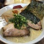三四郎 - 料理写真:塩とんこつ  味玉+